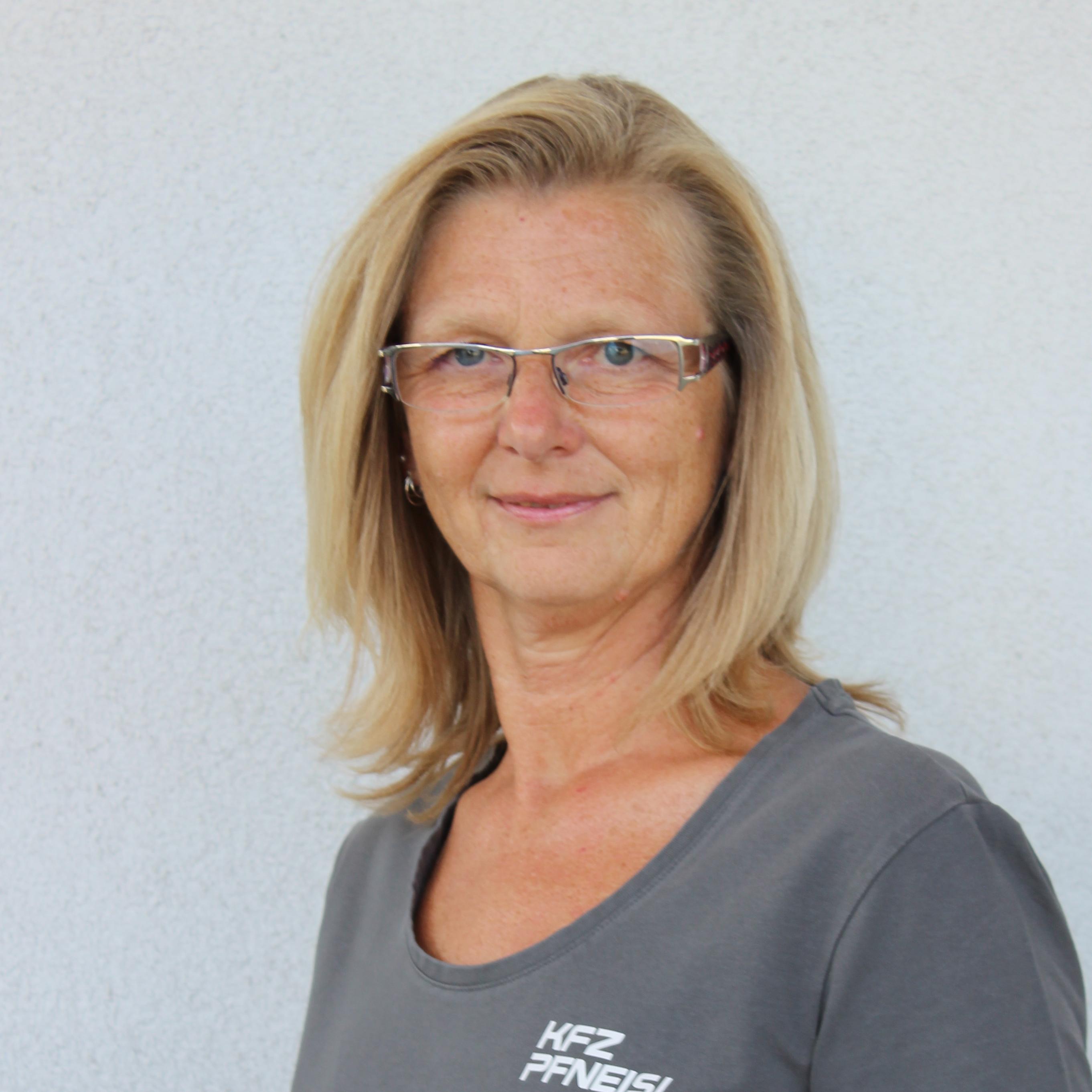Eva Pfneisl
